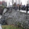 Kuressaare linnusesse viiva tammi varing tähendab, et silla ehitamist samale kohale tuleb alustada kohe, ütles Kuressaare abilinnapea Kalle Koov.