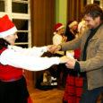 Reede õhtul peatus Orinõmme külaplatsil, Kavandi seltsimaja ees, Uueelu villa õuel ja Tagaverel jõulubuss, millega Orissaare kultuurimaja taidlejad sõitsid külast külasse, tuues pooletunnise esinemiskavaga rõõmu pealtvaatajatele.
