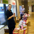 Kõigest paar tundi kestnud jõululaat tõi Kuressaare Ristiku lasteaia muusikasaali uue vaiba fondi üle 300 euro.