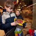 Eile andis Päästearmee Eesti regionaalne komandör major Daniel Henderson Kuressaare puudustkannatavate perede lastele üle kingitused. Päästearmee ja Maxima koostöös korraldatud Inglipuu projekti tulemusena sai jõulukingituse 16 last.