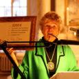 Pühapäeval, kui Kuressaare Laurentiuse kirikus kolmekuningapäeva jumalateenistus peetud, andis Eesti kunsti toetusfondi juhataja Liis Klaar kogudusele üle tšeki 3200 euro väärtuses, mis on annetus altarimaali restaureerimiseks.