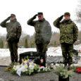 Eile südapäeval asetasid vahipataljoni kaitseväelased kapten Madis Morel, veebel Andres Lillemägi ja reamees Urmo Kikas sel nädalal sünnipäeva tähistava väeosa nimel pärja Kudjape kalmistule 2009. aastal Afganistanis hukkunud nooremseersant Kristjan Jalaka hauale.
