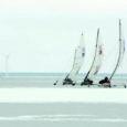 """Saarte Hääle ajakirjaniku Raul Vinni jääpurjetamise MM-l tehtud foto pälvis Leedu ainsa purjetamisajakirja Žurnalas Vejo fotokonkursil """"Tuul ja purjed"""" eriauhinna kui kõige elegantsem pilt."""