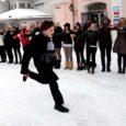 """Kõrgharidusreformi vastasele meeleavaldusele Kuressaare keskväljakul kogunes eile ligi 200 õpilast. Kõlasid väljaütlemised nagu """"Õpilased hoolivad"""" ja """"Me ei taha olla hirmul tuleviku pärast!""""."""