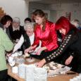 Eile tähistas Kuressaare päevakeskus pidulikult oma kolmeteistkümnendat sünnipäeva. Pargi lasteaia mudilaste, professionaalsete peotantsijate (juhendaja Stiina Sevostjanova) ja Saaremaa ühisgümnaasiumi poisteansambli Varsakabi (juh Mari Ausmees) südamlik esinemine lõi sünnipäevapeo väärilise meeleolu. SÜG-i poisid, kelle võrratu esinemine kuulajatele hinge puges, plaksutati tagasi suisa mitu korda.