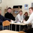 Läinud reedel sooritas kutseeksami edukalt ühtekokku üksteist Kuressaare ametikooli väikelaevaehitaja eriala õpilast. Nii mõnigi neist loodab, et leiab tööd kodusaare asemel hoopis välismaal.