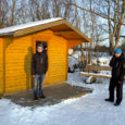 Kaks Valjala koolipoissi päästsid esmaspäeval Valjala vallas Kuiste bussipeatuses lumehange tukkuma jäänud purjus mehe, kes krõbedas pakases edasi magades poleks hommikul ilmselt enam ärganud.