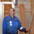 Lümanda külje all asuva kunagise suurmajandi remonditöökoja ühes osas tegutseb kuuendat aastat puidufirma Peedu Puit OÜ. Uksi, aknaid ja mööblit valmistav osaühing pole oma toodangu tutvustamisega erilist vaeva näinud. Tellimusi jagub niigi ja tööpuudust pole väikeettevõtte töötajad tundnud.
