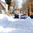 Kuressaare sõiduteede äärde kogunenud lumevallid teevad mitmetel tänavatel liiklemise raskeks. Kuressaare linnavalitsuse kinnitusel veetakse lund ka edaspidi linnast jõudumööda välja.
