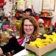 Saaremaa lilleärid on maakonna naistele mõeldes tänaseks mandrimaalt tellinud tavaliste müügipäevadega võrreldes mitu korda suuremad lillekogused. Kuressaare lillepoodide müüjate sõnul aktiviseerusid ostjad juba üleeile, eilsest rääkimata.