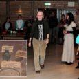 """Neljapäeva õhtul avati Angla pärandkultuurikeskuses uus püsiekspositsioon """"Pildikesi Karja kihelkonnast"""", mis on esimene Saaremaa muuseumi kogudest koostatud väljaspool statsionaari avatud väljapanek."""