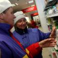 Eile õhtul kell viis avas Saaremaa tarbijate ühistu (STÜ) juhatuse esimehe asetäitja Tiit Saaremäel pidulikult uue Valjala poe uksed. Uus pood asub kunagise juustutsehhi remonditud hoones, kus on 200 ruutmeetrit müügipinda, mida on poole rohkem kui senises poes.