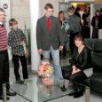 Tänavu küünlakuu hakul andis Saaremaa Fond kõrgkoolides häid õpitulemusi näidanud ja pere kõrvalt õppivatele tudengitele üle järjekordsed aastastipendiumid, seda juba 10. korda. Kümne aasta jooksul on see fond ja selle allfondid toetanud rohkem kui kolmekümmet peret.