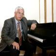 """Maestro Raimonds Pauls ja teda saatvad Riia muusikud annavad Kuressaares kuursaali kõlakoja kontsertlaval 15. juuni õhtul ainulaadse kontserdi, kus esitatakse valik katkendeid Paulsi muusikalist """"Odessa, see maagiline linn"""". Erikülalisena osaleb kontserdil Anne Veski."""