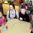 Kuressaare Pargi lasteaia Pokurühma õpetaja Kristina Kalf koostas mudilastele mälu ja tähelepanu arendamiseks mõeldud tähe- ja numbrimängu.