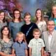 Püha ja Laurentiuse koguduse õpetaja Anti Toplaan saab pühade ajal oma perele täielikumalt pühenduda alles pärast jumalateenistusi. Kokkuhoidva üheksaliikmelise pere pühadejutud aetakse suure laua taga põhiliselt õhtusöögi ajal.