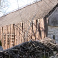 Koguva küla Hansu talu omanik pöördus õiguskantsleri poole, kuna polnud rahul, et Muhu vallavalitsus lubas tema ja samal õuel asuva kunstitalli hoonete vahelt aia maha lõhkuda. Õiguskantsler leidis, et vallavalitsus peab Hansu talu omaniku ees vabandama.