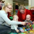 Kodustel ja ka töötavatel emadel on kolmapäeviti põhjust minna Auriga keskuse mängutuppa Pillerkaar, kuna juba kuu aega saab seal iga nädal kokku emade klubi.