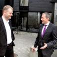 Eesti Energia juhatuse esimees Sandor Liive käis eile Saare maakonna omavalitsusjuhtidele ja ettevõtjatele selgitamas, mida elektrituru täielik avanemine endaga õigupoolest kaasa toob.