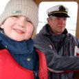 Kuusteist aastat vana hea puupaadiga reisijaid Vilsandi Vikati ja Saaremaa Papissaare sadama vahet vedanud Harri Hiiuväin jätkab ka edaspidi Kihelkonna vallavalitsuse komisjoni otsusel Vilsandi paadimehena.