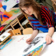 Noorukese Kuressaare neiu Kertu Leesmaa värvikirev postkaardikavand jõudis Jazzkaare korraldatud konkursil kümne võidutöö hulka.