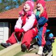 Tänavu kevadel kolm heategevusüritust korraldanud Kuressaare Tuulte Roosi lasteaia mänguväljak sai mudilaste ettevõtlike vanemate abiga uued atraktsioonid.