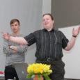 """Lisaks ühisele tordisöömisele oli TTÜ Kuressaare kolledžis eile 13. sünnipäeva puhul üliõpilaste ettekandekoosolek, kus huvilistele """"serveeriti"""" paremaid ja põnevamaid üliõpilastöid."""