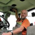 Kui varem tähendas külviaeg põllumehele nädalate jagu tööpäevi monotoonse mootorimürina saatel, siis moodsad traktorikabiinid võimaldavad neil pikki tööpäevi mööda saata raadiost jutusaateid ja muusikat kuulates.