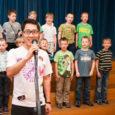 Kuressaare gümnaasiumil avanes tänu nende hakkajale hiina keele õpetajale Wei Yule võimalus salvestada kooli laul ka hiina keeles.