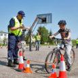 Esmaspäeval panid Saare maakonna koolinoored Kuressaare gümnaasiumi hoovis toimunud võistlusel Vigurivänt 2012 proovile oma liiklusteadmised ja jalgrattasõiduoskused, selgitamaks välja parimad, kes lähevad maakonda esindama üle-eestilisele võistlusele.