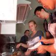 Eile hommikul kogunes Kuressaare gümnaasiumi kodundusklassi tosin gümnasisti, et tõmmata hiina keele õpingutele selleks kooliaastaks joon alla ja valmistada toitu – ikka hiina moodi. Pika laua taga võtab istet kuus […]