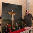 Kuressaare Laurentiuse kiriku restaureeritud altarimaal pandi eile oma kohale tagasi ning remondis olnud kiriku taasavamine päädib pühapäeval suure avamisteenistuse ja õhtuse kontserdiga.