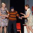 """Nädalavahetusel Rannus toimunud XII külateatrite festivalil jõudis Orissaare kultuurimaja näiteselts lavastusega """"Pildikesi kolhoosielust"""" nelja parema lavastuse hulka. Helje Basihhina Aribert Auri rollis pälvis Mari Möldre nimelise näitlejapreemia. Parima osatäitja tiitli […]"""