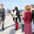 Eile kell 9 jõudis Ruhnu saarel süüdatud tuli uue laevaga Runö Roomassaare sadamasse. Ruhnu rahvamaja juhatajast laternakandja Andre Nõu (fotol vasakul) võtsid sadamas pidulikult vastu Kuressaare kultuurinõunik Heli Jalakas, Saare […]
