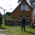 Eile kella 14 ajal päeval tuli häirekeskusele teade, et Leedri külas põleb suitsusaun. Päästjate kohale jõudes selgus, et põles saunamaja (mõõtmed 5×12 m) leiliruum ja osalt oli tuld võtnud ka […]