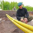 Juba neljandat suve Salme koolimaja kõrval toimuvad arheoloogilised väljakaevamised ei lõppenud ka sel aastal tühjade pihkudega, kuigi kaevamistele loodeti lõplikult joon alla tõmmata. Eile turritas maapinnast välja uhke raudmõõk, mis […]