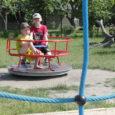 """Kuressaare linnavalitsusel on kavas uuendada osa kesklinna mänguväljaku turvaalasid ja soetada lisaatraktsioone. """"Uuteks atraktsioonideks on kavandatud kiik, uus mängulinnak, mis tuleb praeguse väikese mängulinnaku ase-mele ja on mõeldud lastele alates […]"""
