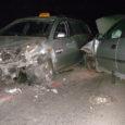 """Neljapäeva õhtul põrkas Kuressaares Tallinna tänaval kokku kaks sõiduautot. Üks juhtidest tuli autost välja lõigata ja kiirabi viis ta haiglasse. """"Politsei on kindlaks teinud, et mõlema sõiduki juhid olid kained, […]"""