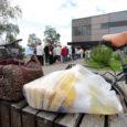 Enneolematult suur kogus (77 tonni) Euroopa toiduabi on Kuressaares läinud nagu tilk vett kuumale kerisele. Kirjade järgi on abi saanud juba 1800 inimest (mullu 1500). Rõõmustavad need, kes esimestel jagamispäevadel […]