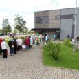 """Kui eelnevatel aastatel on abisaajate hulk Kuressaare linnas püsinud tuhande ringis, siis sel aastal on esimese nelja päevaga Euroopa Liidu tasuta toidupakke saanud üle 1300 inimese. """"Olgugi et jagatavaid toiduaineid […]"""