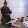 """Saaremaad väisanud Poola suursaadik Grzegorz M. Poznanski külastas eile ka Kuressaare gümnaasiumi (KG), kuna Poola suursaatkonna ja Saaremaa muuseumi koostöös on koolis välja pandud Poola ajaloo-teemaline näitus """"Sõjast võiduni 1939–1989"""". […]"""
