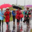 """Kuressaare ametikooli eilne spordipäev oli pühendatud kooli 90. sünnipäevale. Järgides motot """"Terves koolis terve vaim"""", jooksid või kõndisid ametikooli õppurid Upalt Kuressaarde. Fotole jäid hommikumantlites teise kursuse juuksurid, keda vihm […]"""