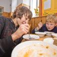 Kui Tallinnas külastatud 49 koolipuhvetist pakkus mahetoitu vaid 12, siis Saare maakonna koolisööklates mahetoidu menüüst puudumise probleemi pole. Nimelt kasutab enamik koolisööklaid toidu valmistamisel nagunii kohalikku toorainet. Kui talunikult ostetud […]