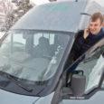"""Igal tööpäeval kell veerand kaheksa hommikul sõidab Ain Rand oma 14-kohalise väikebussiga, millele suurte tähtedega kirjutatud """"Ranna Reisid"""", Lümanda ja Kihelkonna valla maile õpilasringile. Kolmveerand kaheksaks, pärast 48-kilomeetrist teekonda, jõuab […]"""