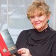 """Laupäeval esitletakse Kuressaare linnateatris Saaremaa rahvateatri juubelipeol raamatut, mis annab ülevaate harrastusteatri poole sajandi pikkusest tegevusest. """"Saaremaa Rahvateatri 50. sünnipäeva puhul ilmunud raamatu eesmärgiks on avaldada austust ja lugupidamist neile […]"""
