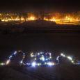 Neljapäeva õhtul kogunes Kuressaare lossihoovi Saaremaa kohta harjumatut talvekülma trotsides napilt alla 200 taskulampidega varustatud noore, kes kella kümneks õhtul moodustasid linnusest kagu poole jääval väljakul kõvera inimketi, mis andis […]