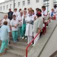"""Nagu varasematelgi suvedel kasutab Kuressaare haigla ka tänavu puhkavate arstide asendamiseks ja arvukate turistide teenindamiseks arstitudengite ja arst-residentide abi. Viimaseid töötab sel suvel Kuressaare haiglas neli. """"Üks arst-resident töötab intensiivravis, […]"""