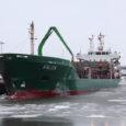 Eile Roomassaare sadamas puudelasti peale saanud kaubalaev Valda on juba kuues alus, mis alanud aastal Saaremaalt suure koguse puitu ekspordiks viib. Naftakai ääres ootas oma järjekorda lasti saamiseks Volgo-Balt 136. […]