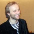 """Eile õhtul etendus Kuressaare linnateatris Theatrumi lavastus """"Ma olen tuul"""", tuues vaid kahe näitlejaga tükis kodupubliku ette Ott Aardami. Lembit Petersoni lavastus, mis nägi ilmavalgust jaanuari lõpul pealinnas, on publiku […]"""