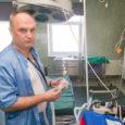 """Kuressaare haiglas töötab eilsest Ukrainast Lvovist pärit anestesioloog Taras Zhenchenko. Eile assisteeris ukraina tohter juba ka lõikustel. """"Raske on alles midagi öelda, päev pole veel läbi,"""" lausus lõuna paiku Saarte […]"""
